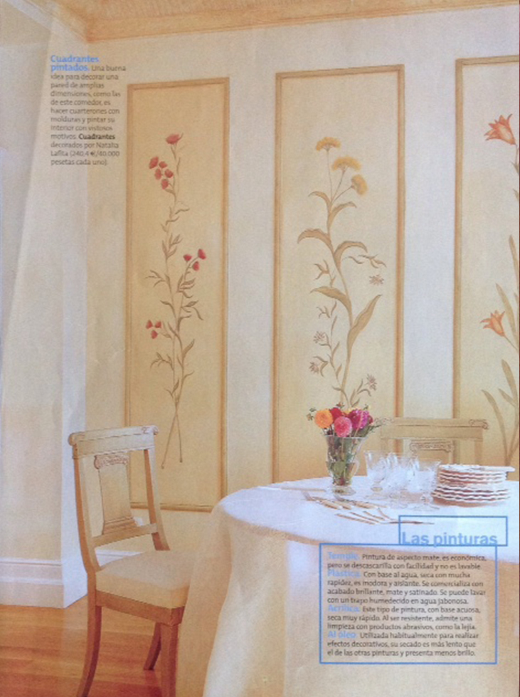 Comedor dividido en cuarterones con flores