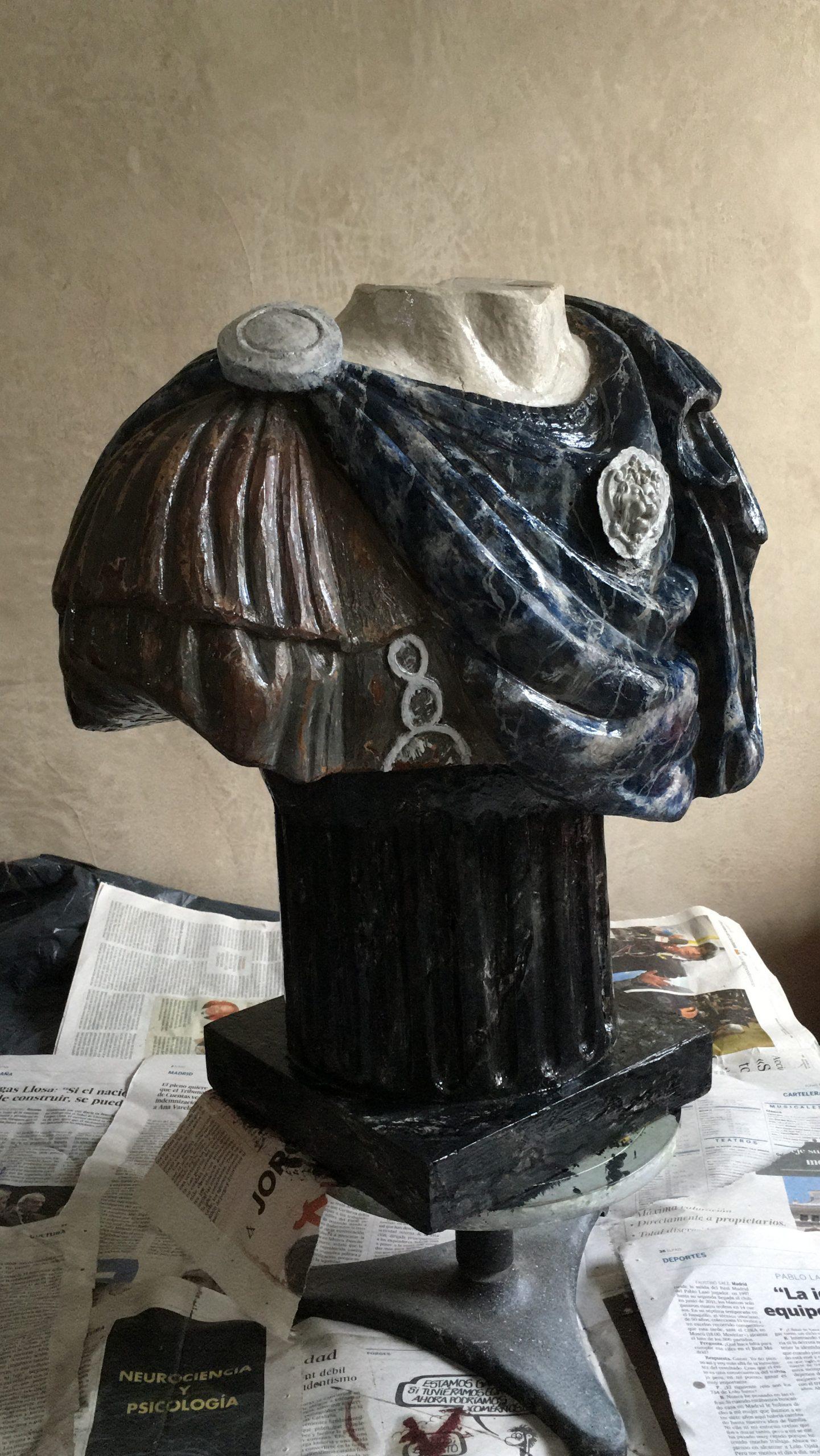 Busto romano en falso mármoles