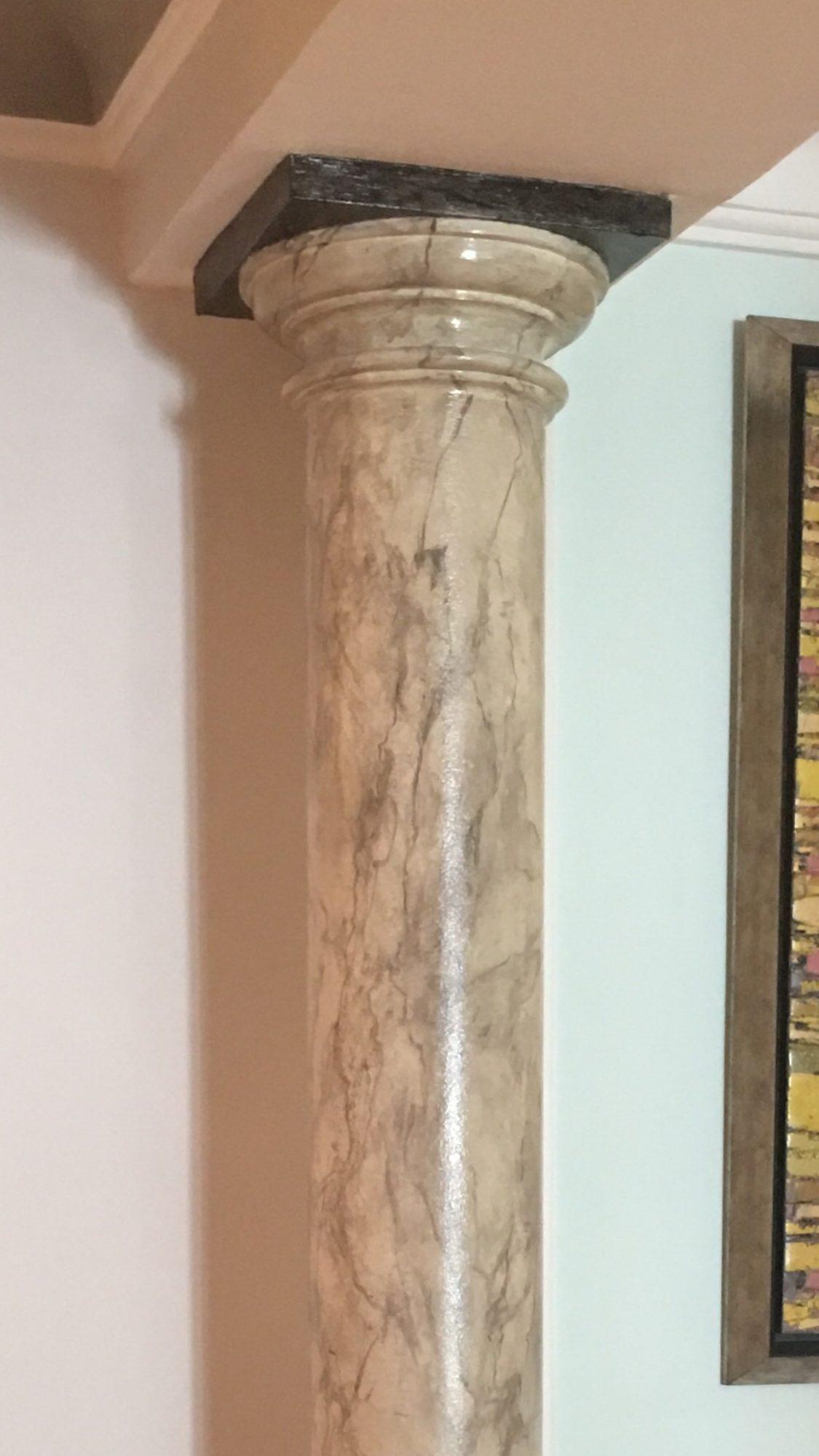 Columna en falso mármol