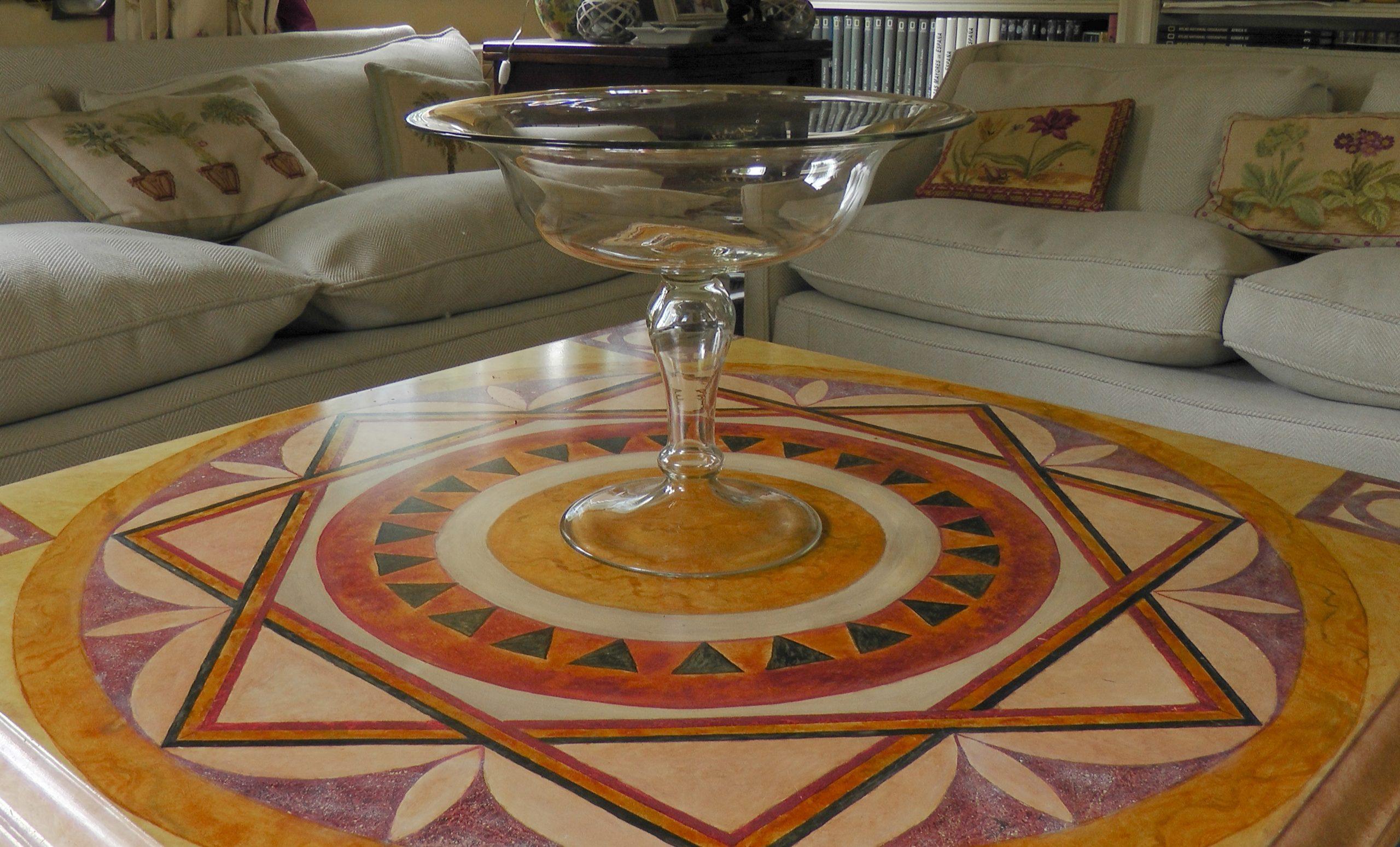 Detalle tablero de mesa de centro con dibujo de piedras duras